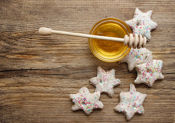Gingerbread christmas cookies and bowl of honey