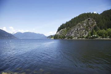 See in den Bergen in Kanada