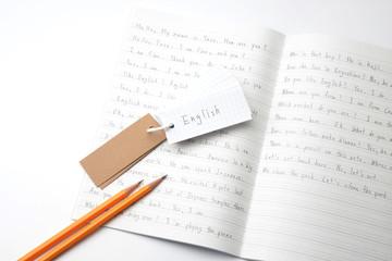 英語教育イメージ―ノートの上の単語帳