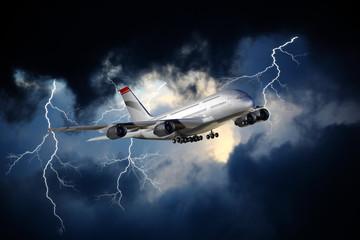 Verkehrsflugzeug im Unwetter