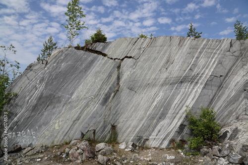 Мраморная стена
