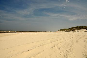 Weißer Sandstrand am  Meer