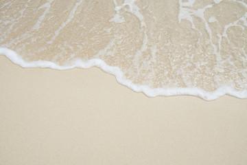 沖縄の海 砂浜の波