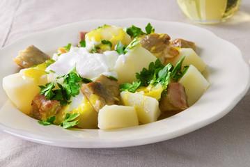 Potato salad with smoked mackerel, parsley and mustard sauce