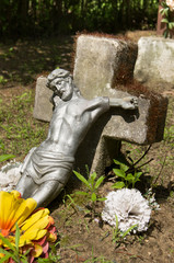 Stara figurka ukrzyżowanego Jezusa
