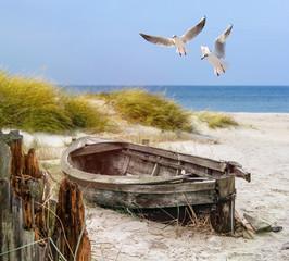 altes Fischerboot, Möwen, Strand und Meer
