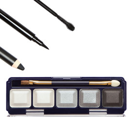 Accessories for smoky eyes makeup