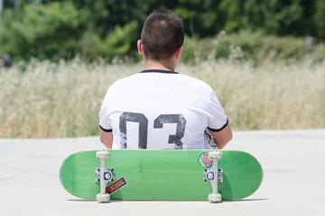 ragazzo con skate