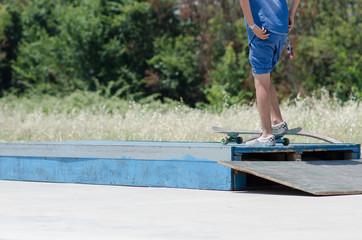 ragazzo con skateboard