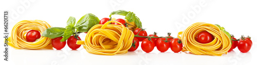 Leinwanddruck Bild Raw homemade pasta and tomatoes, isolated on white