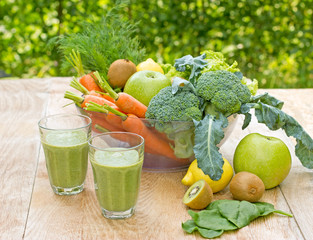 Green smoothie (healthy organic drink)