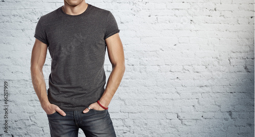 man wearing grey t-shirt - 66207909