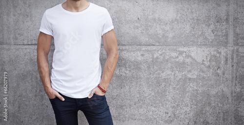 Leinwandbild Motiv man wearing white t-shirt