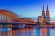 Leinwanddruck Bild - Kölner Dom und Hohenzollernbrücke bei Nacht