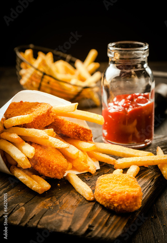 Fried fish and French fries - 66210115