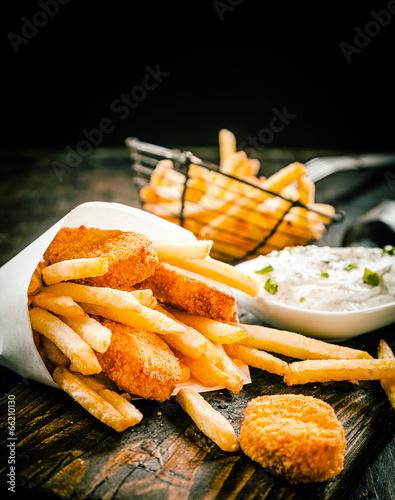 Fotobehang Restaurant Deep fried takeaway fish and chips