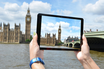Big Ben on the screen of a tablet pc