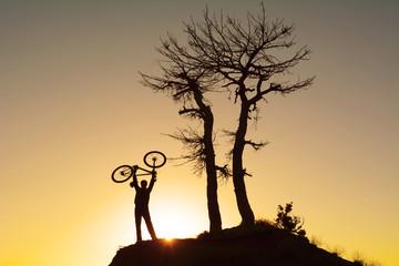 coşku dolu bisikletçi