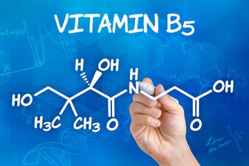 Hand zeichnet chemische Strukturformel von Vitamin B5