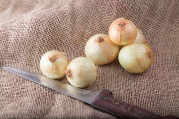 onions and knife