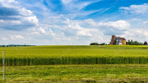 silos dans le champs - 66222903