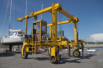 Crane for lifting boats