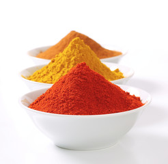 Curry powder, paprika and ground cinnamon