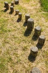 Balance Parcours mit Holzpfosten