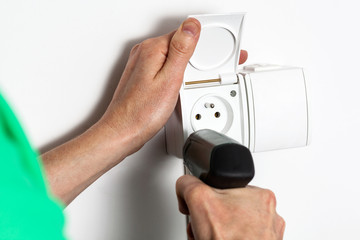 Tightening a socket