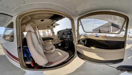 Cessna model 172R .wide angle