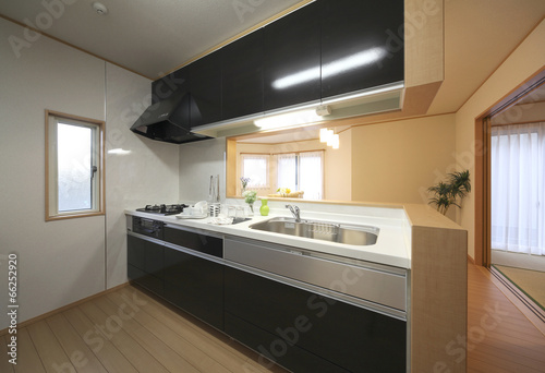 Foto op Plexiglas Japan スタイリシュな対面式キッチンとリビングダイニング