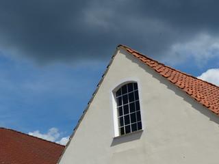 Renovierte weiße Fassade eines Altbau in Oerlinghausen