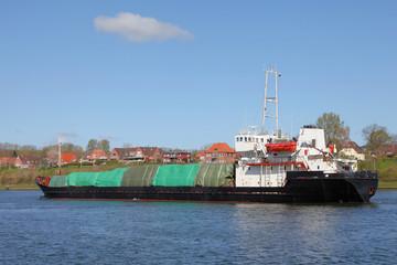 Frachtschiff mit Ladung
