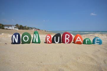 Non rubare, italian phrase meaning do not steal on stones