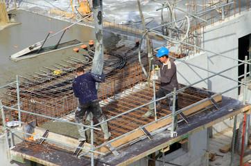 Coulage d'une dalle béton d'un balcon sur un immeuble