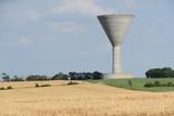 Charente-Maritime - Château d'eau et champ de blé