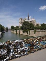 Candados de enamorados en París