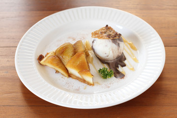 apple tart with vanilla ice cream