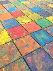 Bunte Farbe auf Gehweg