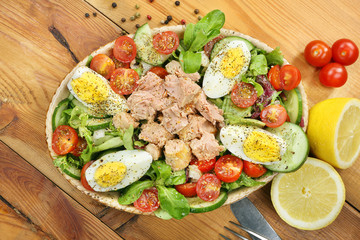 Salad with tuna tomato and eggs