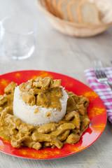 Straccetti di maiale al curry accompagnati da riso basmati