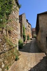 Une ruelle en pente à Beynac.