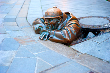 Bratislava Cumil statue