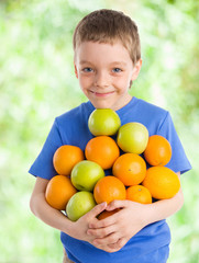Child with apples and oranges