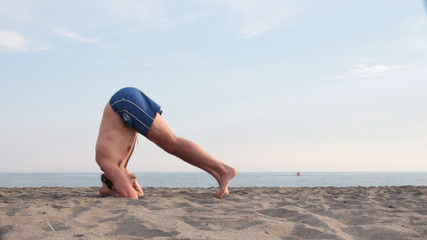 Yoga on the beach, sirsasana failure