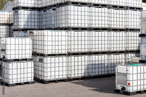 Leinwandbild Motiv ibc-container