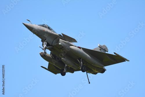 avion de chasse vue de face - 66322590
