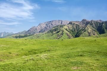 阿蘇の中岳と高岳