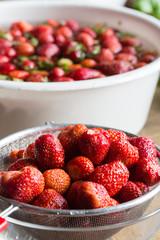 Erdbeermarmelade Kochen abtropfen nach dem waschen.