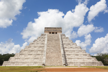 Temple of Chichen Itza, mayan pyramid in Yucatan, Mexico